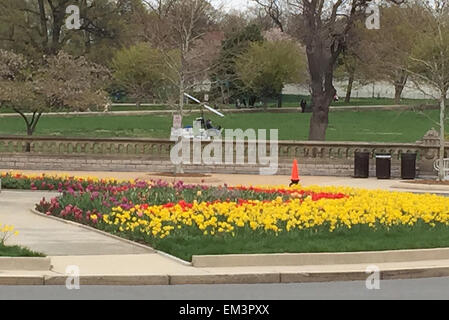 Washington, DC, USA. 15th Apr, 2015. An unknown person with a mini helicopter landed on the lawn in front of the - Stock Photo