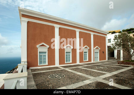 Griechenland, Kykladen, Santorini, Fira - Stock Photo