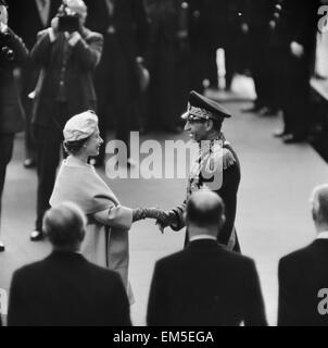 Mohammad-Reza Shah Pahlavi, the Shah of Iran, with Queen Elizabeth II during his visit to Britain. 5th May 1959. - Stock Photo