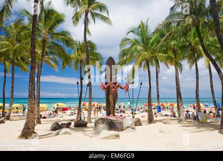 Hawaii, Oahu, Waikiki, Duke Kahanamoku Statue In Front Of Kuhio Beach Park. - Stock Photo