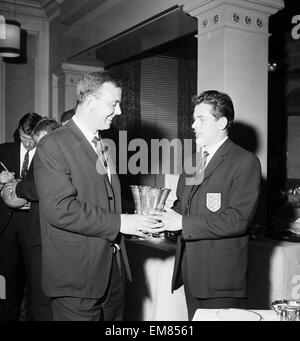 England Youth Team, Winners of the Junior World Cup, 24th April 1963. Pictured: Manager Pat Welton & Coach Wilf - Stock Photo