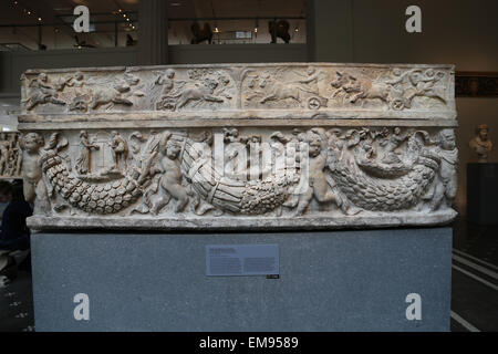 Roman sarcophagus with garlands and the myth of Theseus and Ariadne. Marble. Hadrianic or Early Antonine period, - Stock Photo