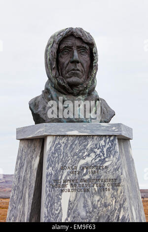 Statue of Roald Amundsen, Norwegian explorer, in the remote village of Ny Alesund, Svalbard, Norway - Stock Photo