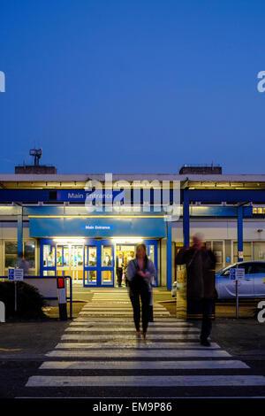 Visitors to the Royal Preston Hospital in Lancashire - Stock Photo