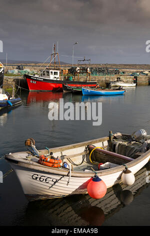 Ireland, Co Galway, Connemara, Roundstone village, fishing boats moored in the harbour - Stock Photo
