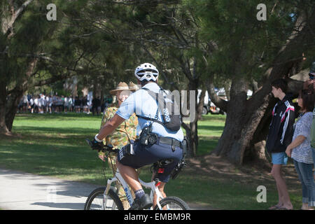 new south wales sydney policeman on patrol riding a bicycle, sydney australia - Stock Photo