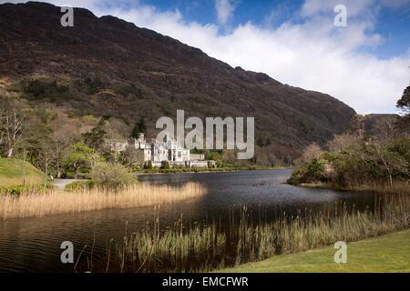 Ireland, Co Galway, Connemara, Kylemore Abbey - Stock Photo