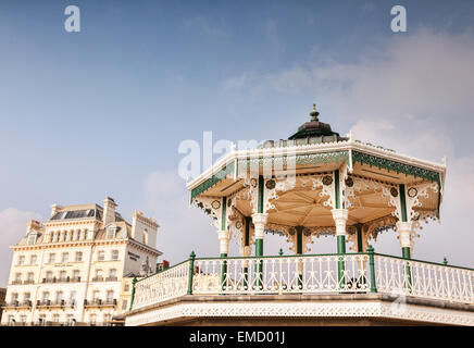 Brighton Bandstand and the Mercure Hotel, on the seafront at Brighton, Sussex, England, UK. - Stock Photo