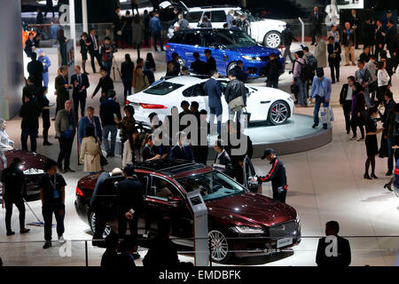 Shanghai, China. 20th Apr, 2015. People visit the Auto Shanghai 2015 in east China's Shanghai, April 20, 2015. A - Stock Photo