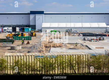 Construction site on Sports Direct property. Workers and plant machinery. In Shirebrook, Nottinghamshire, England. - Stock Photo