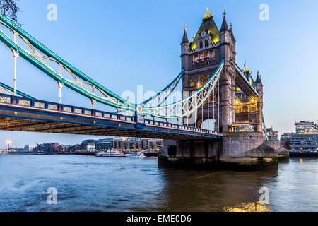 Tower Bridge, London, at dawn - Stock Photo