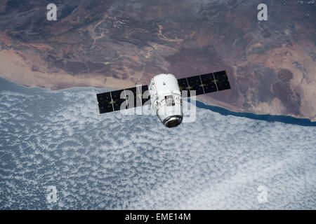 The SpaceX Dragon cargo spacecraft approaches the International Space Station April 17, 2015 in Earth Orbit. The - Stock Photo