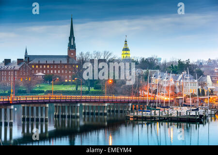 Annapolis, Maryland, USA State House and St. Mary's Church viewed over Chesapeake Bay. - Stock Photo