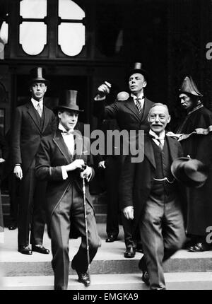 Prince of Wales (later King Edward VIII) with his younger Prince Albert (King George VI) at the Stock Exchange in - Stock Photo