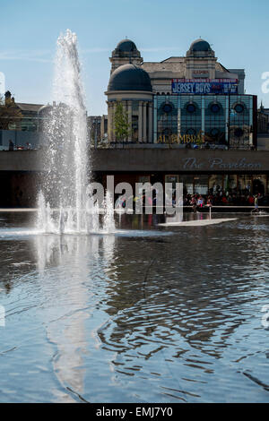 Bradford, UK. 21st April, 2015. UK Weather: Fantastic blue skies over City park Bradford with Alhambra in the background - Stock Photo