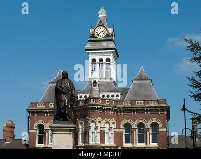 Statue of Sir Isaac Newton and the Guildhall Arts Centre, Grantham, Lincolnshire, England, UK - Stock Photo