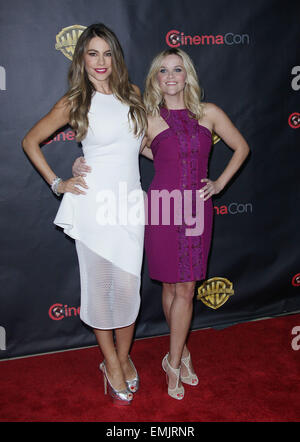 Las Vegas, Nevada, USA. 21st Apr, 2015. Actresses Sofia Vergara and Reese witherspoon attend the Warner Bros 2015 - Stock Photo