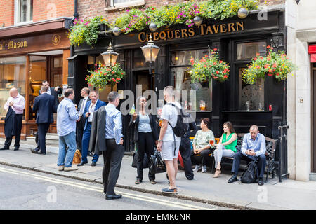 Visitors in front of a traditional pub, London, England, United Kingdom - Stock Photo