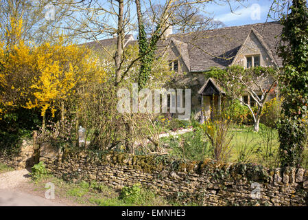 Country cottage in Upper Slaughter. Cotswolds, Gloucestershire, England - Stock Photo