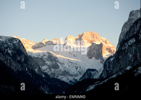 Dachsteinmassiv mit Gosaugletscher im Abendrot, Gosau, Oberösterreich, Österreich - Stock Photo
