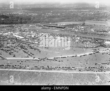 Aerial view of Derby Day at Epsom. 1928 - Stock Photo