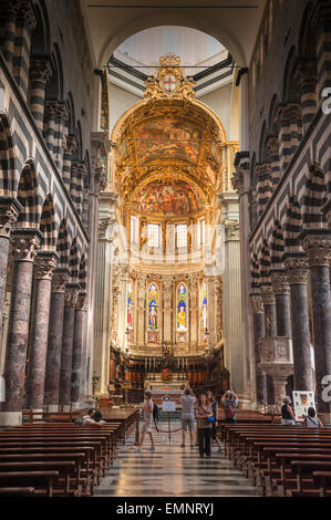 Genoa cathedral, the interior of Genoa's cathedral, the Cattedrale di San Lorenzo, Liguria, Italy. - Stock Photo