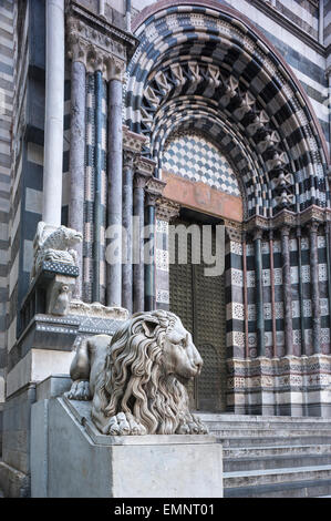 Genoa Cathedral, the striking black and white marble entrance to the Cattedrale di San Lorenzo in Genova, Liguria, - Stock Photo