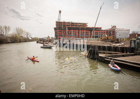 New York, USA. 22nd Apr, 2015. Donning his protective wetsuit, clean water activist Christopher Swain swims in the - Stock Photo
