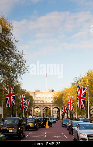 London, UK. 22nd April, 2015. UK Weather: A row of Union Flags hangs on Pall Mall the evening before St George's - Stock Photo