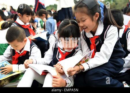 Nanning. 23rd Apr, 2015. Pupils read books at Binhulu Elementary School in Nanning, capital of southwest China's - Stock Photo