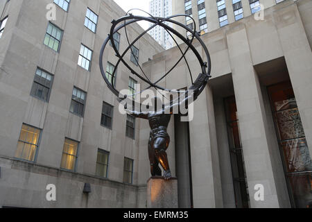 USA. New York City. Statue of Titan Atlas, by Lee Lawrie, 1937. Art Deco style. Rockefeller Center. 5th Avenue. - Stock Photo