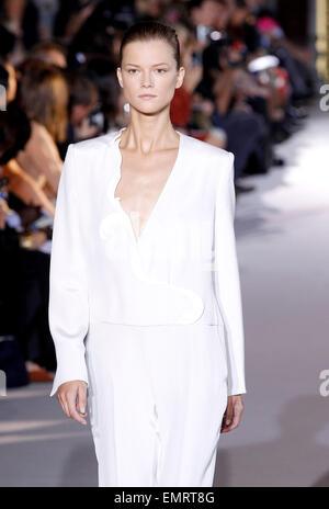 Stella McCartney Paris Ready to Wear Autumn Winter Grey ...