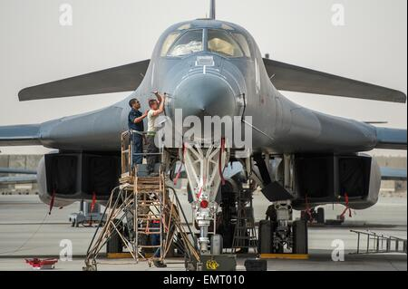 A US Air Force crew chiefs prepare a B-1B Lancer stealth bomber for a mission against Islamic State fighters at - Stock Photo