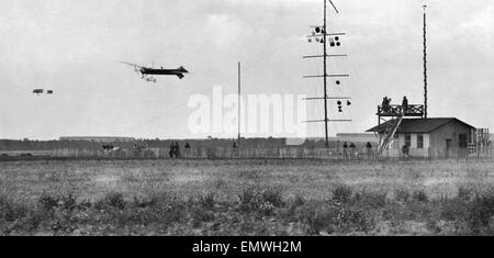 Arthur Charles Hubert Latham nearest the camera flying a Antoinette aeroplane against Louis Paulhan flying a biplane - Stock Photo