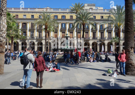 People outside in the sunshine in Plaza Real, Barcelona, Catalonia, Spain - Stock Photo