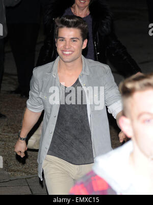 24.OCTOBER.2010 LONDON  2009 X FACTOR WINNER JOE MCELDERRY LEAVING THE X FACTOR STUDIOS IN WEMBLEY AFTER SUNDAY - Stock Photo