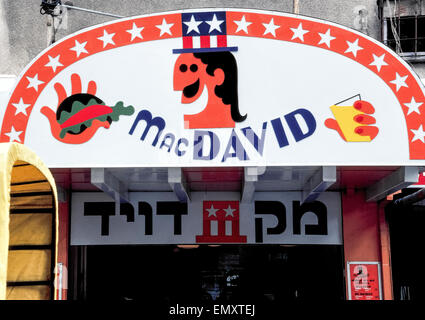 The entrance sign to Mac David, a fast-food hamburger restaurant in Tel Aviv, Israel, that tried to relate its name - Stock Photo