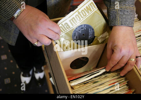 York, UK, 25 April 2015. A visitor wearing period clothing looks through boxes of classic 45rpm vinyl records on - Stock Photo