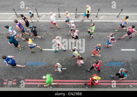 London, UK. 26 April 2015. Looking down at athletes passing by Blackfriars Bridge, as nearly 38,000 runners took - Stock Photo