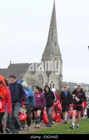 London, UK 26 April 2015. Hundreds seen at Blackheah ahead of the 26 mile run of  the annual London Marathon.The - Stock Photo