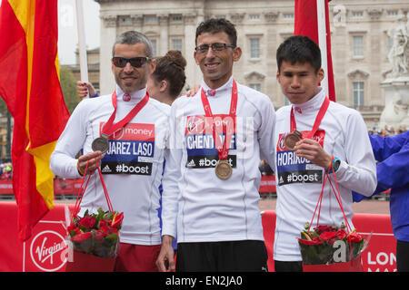 London, UK. 26 April 2015. IPC Athletics Marathon World Championships took place during the London Marathon. Winning - Stock Photo