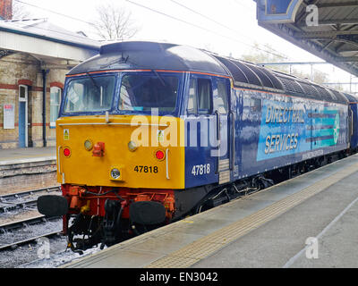 Direct Rail Services Class 47 diesel locomotive standing at Norwich Station at rear of a train for Yarmouth - Stock Photo