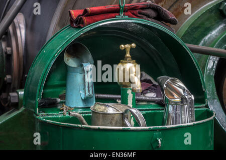 Shell Gas Station Lincoln Ne >> vintage oil cans Stock Photo, Royalty Free Image: 19616439 - Alamy