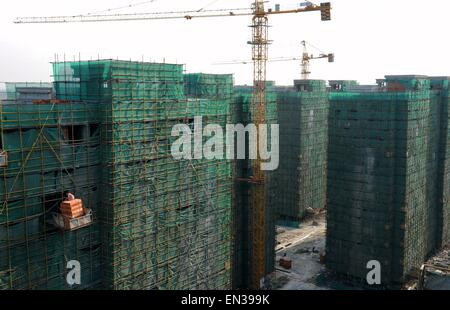 Hangzhou. 22nd Apr, 2015. Photo taken on April 22, 2015 shows a construction site of low-rent and public rental - Stock Photo