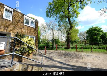 Lambeth, UK. 27th Apr, 2015. Cressingham Gardens, Lambeth general ...