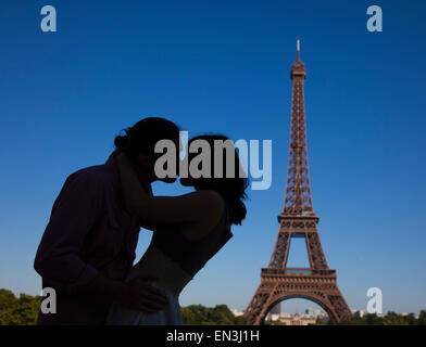 France, Couple kissing near Eiffel Tower - Stock Photo