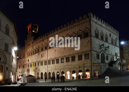 Perugia piazza 4 novembre 4 november square perugia for Arredare milano piazza iv novembre