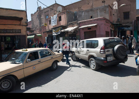 Medina, Marrakech.  Sidi Ayoub.  Pedestrians and scooter - Stock Photo