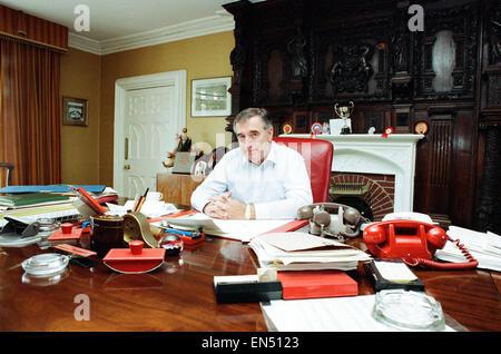 Turkey Farmer Bernard Matthews, founder of Bernard Matthews Farms Limited, 29th March 1991. Pictured at residence, - Stock Photo