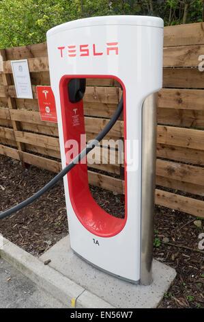tesla electric car cars supercharger model s 85 electric car cars recharging point charging charge plug plugging - Stock Photo